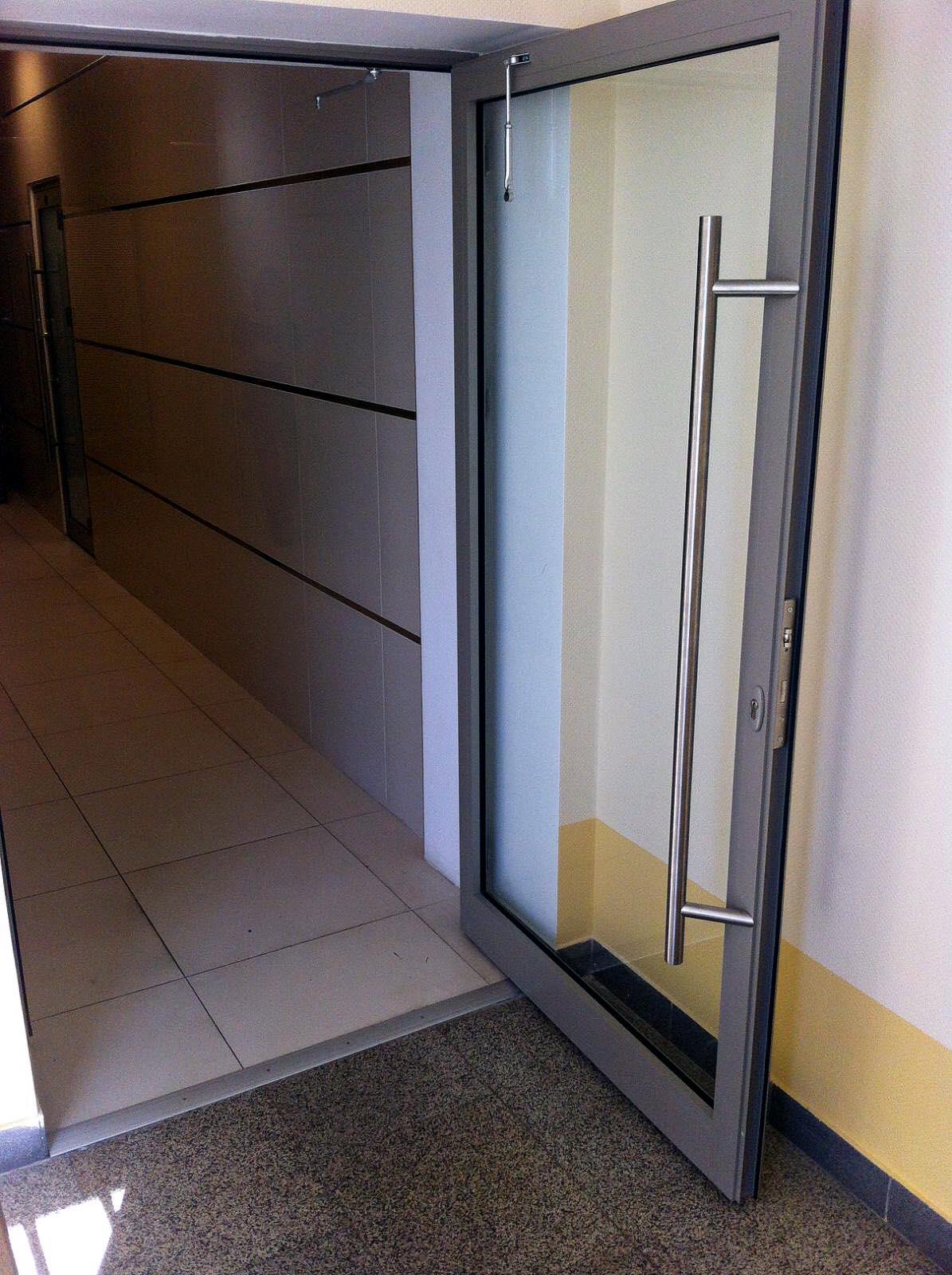 В  городе Самара выполнен монтаж дверей  на профильной системе АЛЮТЕХ