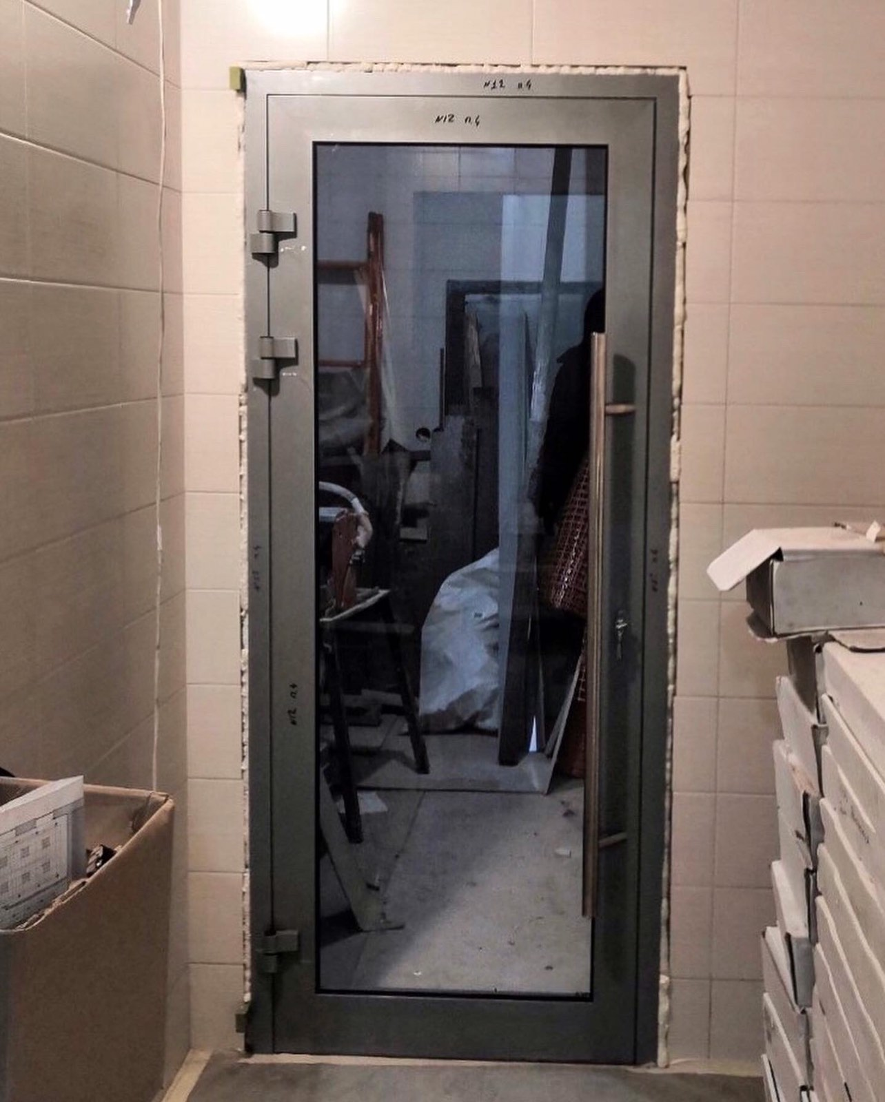 Смонтировали алюминиевые двери в частную клинику:
